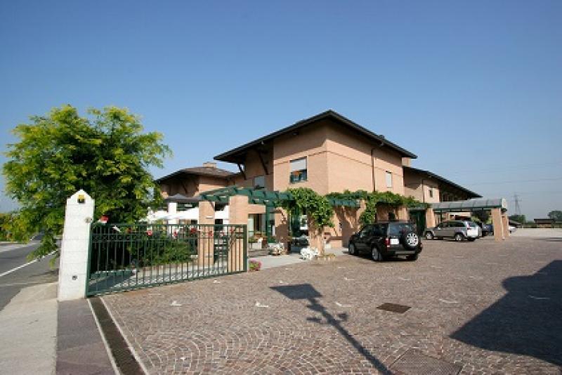 Annunci Cogefim albergo ristorante bar in vendita in provincia di Milano